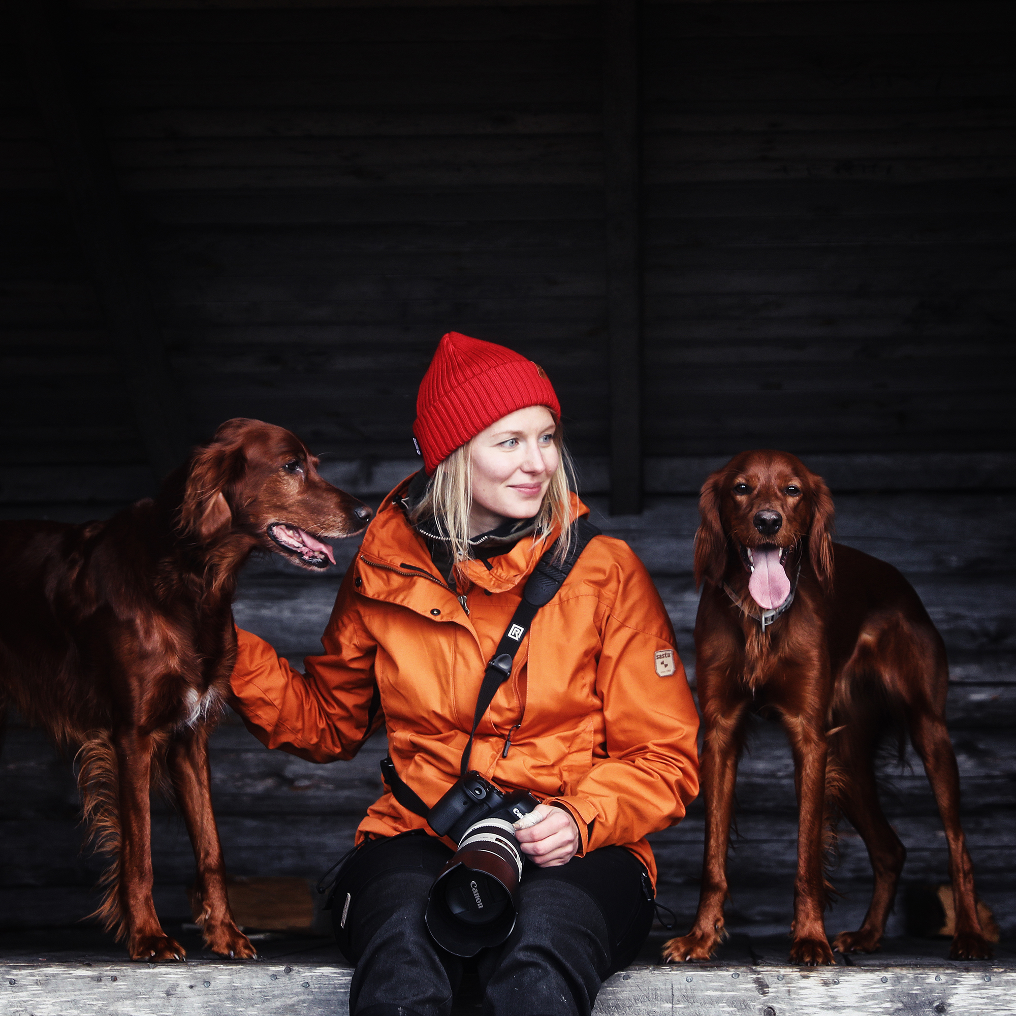Professional photographer Terhi Tuovinen loves spending time outdoors with her two Irish Setters and sharing moments from the North by photographing northern nature for Lapland's official travel channels.